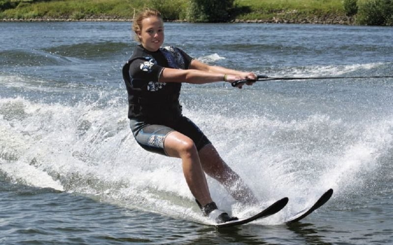 Катание на водных лыжах на Бузане